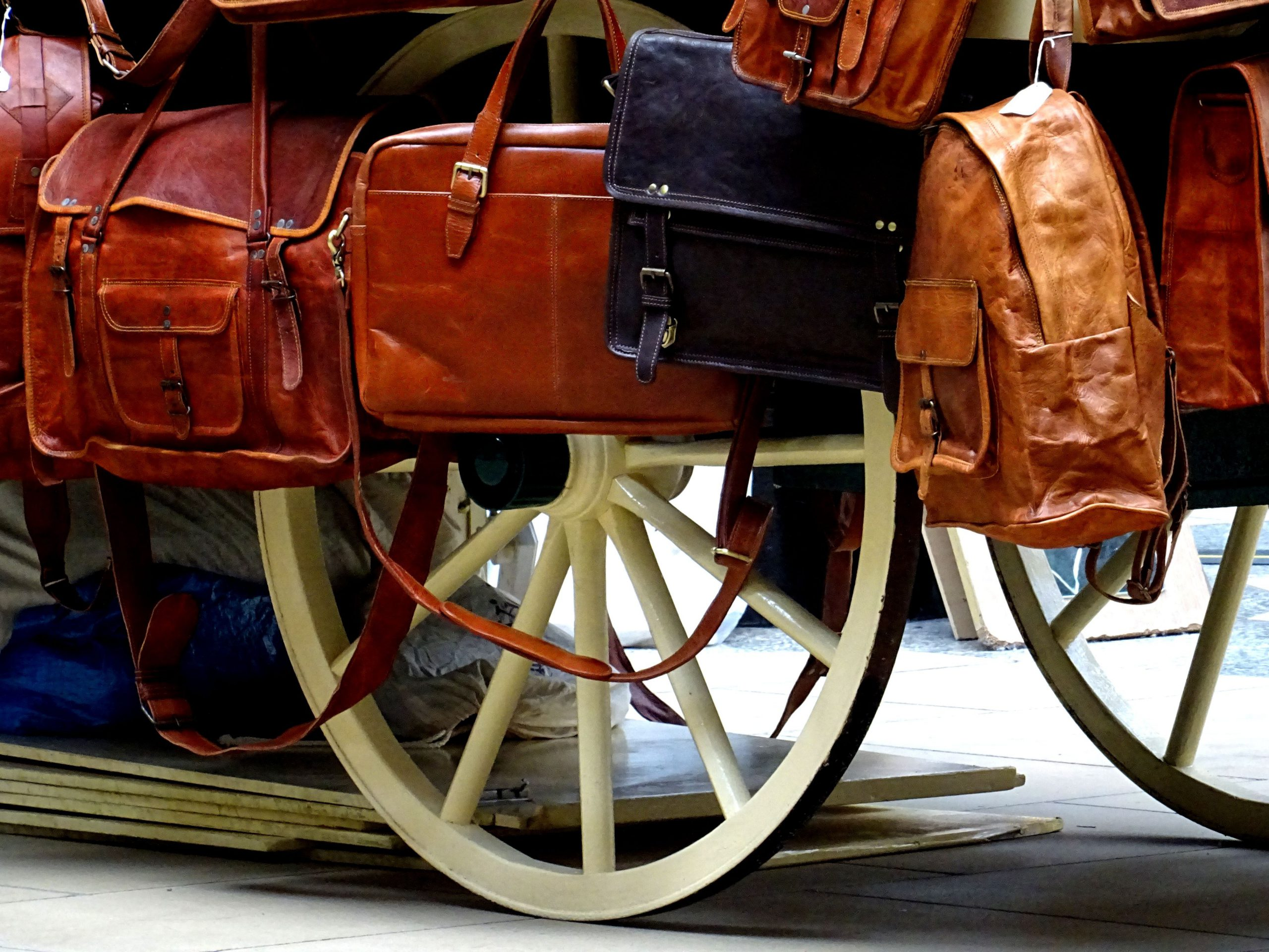 bags-brown-carriage-handle-575435